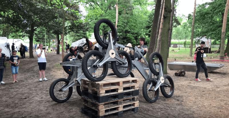 Pedalbetriebenes Amphibienfahrzeug über 110 cm Palettenstapel